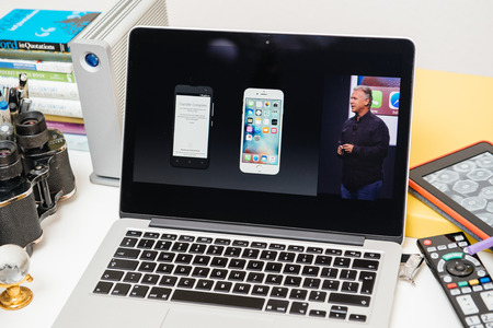 apple computers: PARIS, FRANCE - SEP 10, 2015: Apple Computers website on MacBook Pro Retina in a creative room environment showcasing the newly announced migration from Android to iOS Editorial