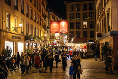 christkindlmarkt: STRASBOURG, FRANCE - NOV 28, 2015: Busy Christmas Market Christkindlmarkt in the city of Strasbourg, Alsace region,  France with crowd admiring Rue des Hallebardes Editorial