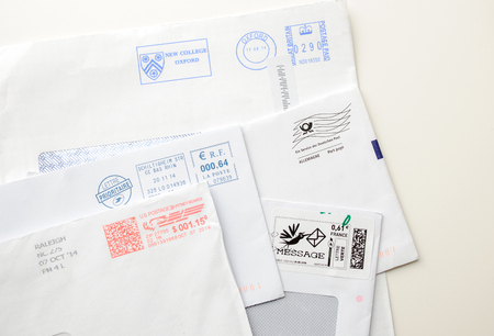 lettre: FRANKFURT, GERMANY - JANUARY 14, 2015: Postage envelopes elements - set of various detailed post stamps and postage letters from US, France and Germany, United Kingdom