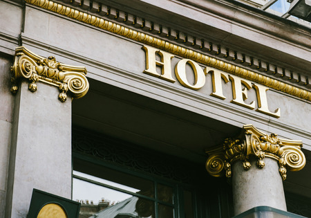 Hotel word with golden letters on luxury hotel with beautiful columns Foto de archivo