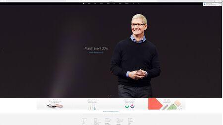 PARÍS, FRANCIA - 23 DE MARZO DE 2016: Resultados del último discurso de Apple con el sitio web de Apple.com que presenta a Tim Cook, CEO de Apple y la invitación para mirar el acontecimiento de marzo en respuesta