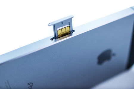 retina display: PARIS, FRANCE - APR 21, 2016: Instalation of the new SIM card in the new Apple iPhone SE combining the updated processor, 4K rear camera, touch id, retina display Editorial