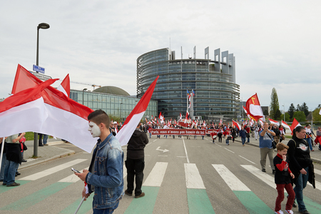 frei: STRASBOURG, FRANCE - APR 30, 2016: Main entrance at European Parliament with crowd protesting against government regional reform for the fusion of the Alsace region with Lorraine and Champagne-Ardenne Editorial