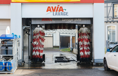 lavage: MULHOUSE, FRANCE - DEC 19, 2016: Automatic car wash in the center of the city of Mulhouse, France - Avia Lavage auto - Avia car wash