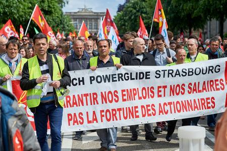 conflictos sociales: Estrasburgo, Francia - 19 de mayo, 2016: más de mil en la avenida de la Liberté durante unas manifestaciones contra la reforma del derecho laboral y de empleo propuesta del gobierno francés