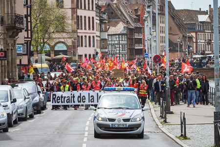 conflictos sociales: STRASBOURG, FRANCE - MAY 19, 2016: Retire labor reform placard during a demonstrations against proposed French governments labor and employment law reform
