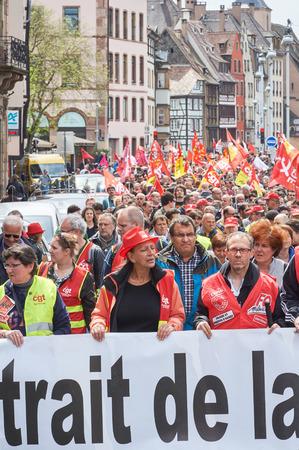 social conflicts: Estrasburgo, Francia - 19 de mayo, 2016: Retiro de reforma laboral durante un cartel manifestaciones contra la reforma del derecho laboral y de empleo propuesta del gobierno franc�s