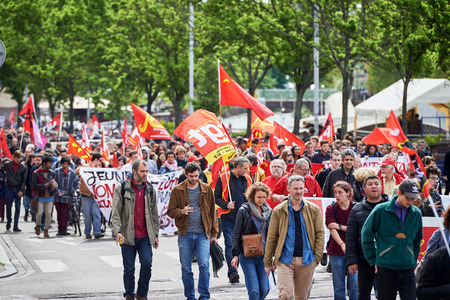 conflictos sociales: STRASBOURG, FRANCE - MAY 19, 2016: People walking with placards during a demonstrations against proposed French governments labor and employment law reform