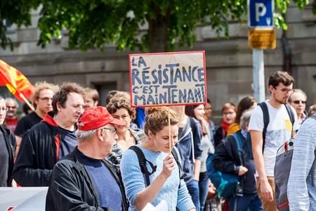 conflictos sociales: Estrasburgo, Francia - 19 de mayo, 2016: La resistencia es ahora un cartel durante las manifestaciones contra la reforma del derecho laboral y de empleo propuesta del gobierno franc�s