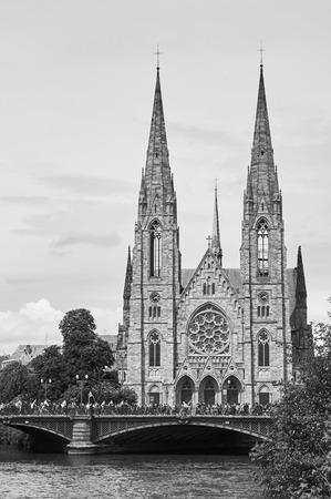 social conflicts: Estrasburgo, Francia - 19 de mayo, 2016: Pont d'Auvergne de gente durante las manifestaciones contra la reforma del derecho laboral y de empleo propuesta del gobierno franc�s Editorial