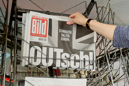 samstag: STRASBOURG, FRANCE - JUN 25, 2016: Woman buying Bild Magazine newspaper with shocking headline titles at press kiosk about the Brexit requesting to quit the European Union