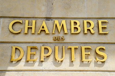 gobierno corporativo: C�mara de Diputados se�alizaci�n (luxemburgu�s: C�mara D', franc�s: Chambre des Deputes, alem�n: Abgeordnetenkammer), abreviado a la C�mara del Congreso Nacional unicameral de Luxemburgo. 'Krautmaart'