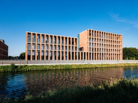 Straßburg, Frankreich - 18. JULI 2018: Moderne türkische Botschaft in Straßburg am Quai Jacoutot Ill mit ruhigem Kanalwasser?