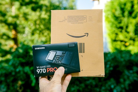 PARIS, FRANCE - AUG 3, 2018: Man hand holding packaging box of NVME PCIE SSD hard drive disk with high read and write speed Samsung 870 Pro unboxing from Amazon Prime cardboard Redactioneel