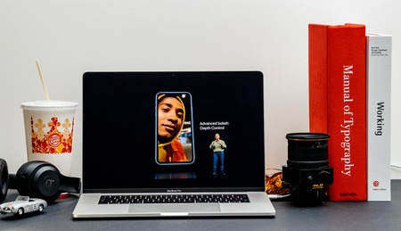 London - September 13, 2018: Apple Computers internet website on 15 inch 2018 MacBook Retina in room environment showcasing iPhone Xs Max R Keynote in Cupertino Advanced Bokeh Depth Control Stok Fotoğraf - 110496018
