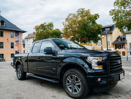 Front view of new F-150 Ford a light-duty trucks Banque d'images - 167821655