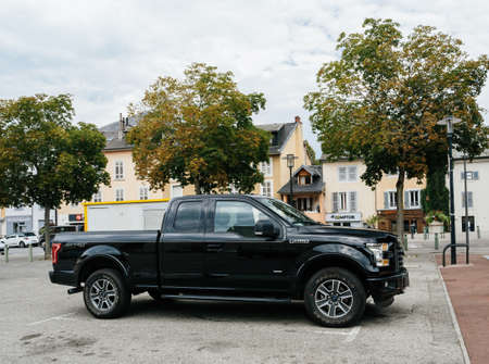 Side view of new F-150 Ford a light-duty trucks marketed as full-size pickup Banque d'images - 167821563