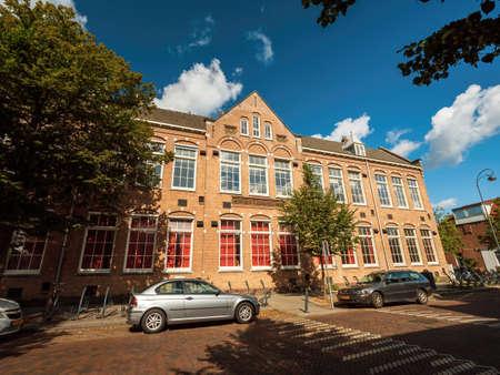 Facade of Lager onderwijs school nr 1 on Haarlem Tetterodestraat 66 Banque d'images - 167821650