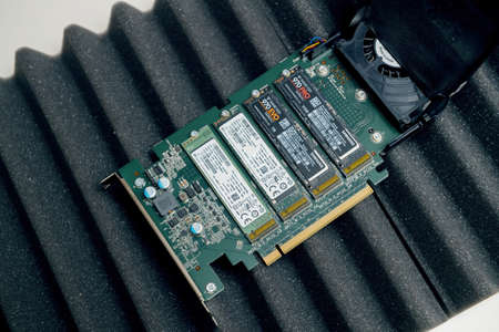 New Dell Ultra Speed Drive Quad NVMe M2 Disk with multiple NVME disks from Samsung and SK Hynix