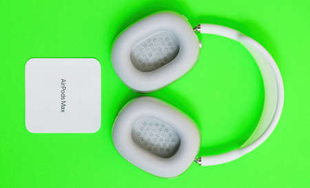 AirPods Max wireless Bluetooth over-ear headphones created by Apple Computers Éditoriale