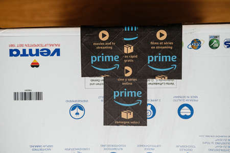 Amazon Prime scotch tape on Venta Airwasher Humidifier without filter pads model LW25 comfort plus with display - new package before unboxing on the living room floor
