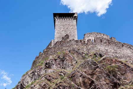 tower and bastions of a stone fort on a rock cliff 版權商用圖片