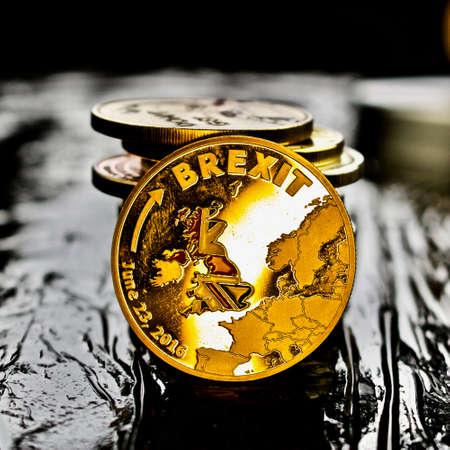 金 brexit コイン。ヨーロッパを離れます。 写真素材
