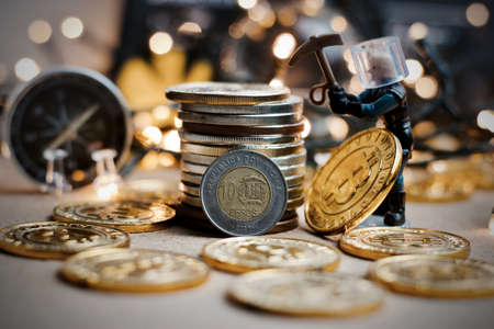 Digital currency physical metal coin. Christmas cryptocurrency concept. Banque d'images