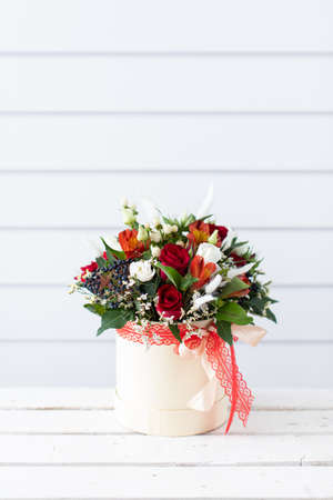 Beautiful bouquet of mixed flowers with peonies. The work of the florist. Flower delivery 免版税图像 - 140288648