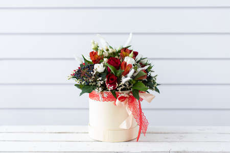 Beautiful bouquet of mixed flowers with peonies. The work of the florist. Flower delivery 免版税图像 - 140288582