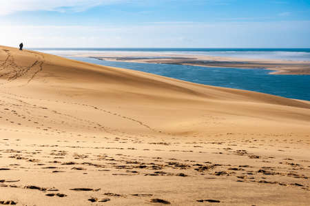 The Dune du Pilat of Arcachon in France, the highest sand dunes in Europe: paragliding, oyster cultivation, desert and beach. 版權商用圖片
