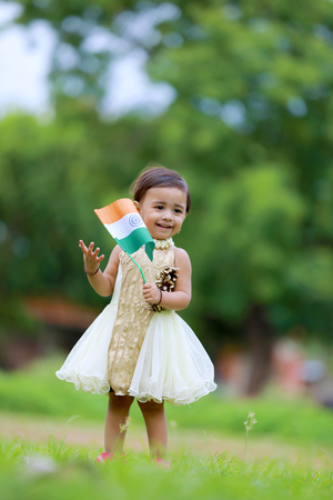 indian girl child holding indian flag Stock Photo - 104512166
