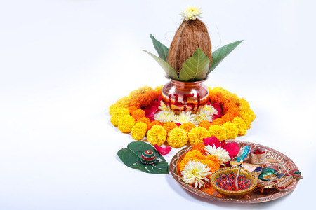 Copper Kalash with coconut , leaf and floral decoration on a white background. essential in hindu puja. 版權商用圖片