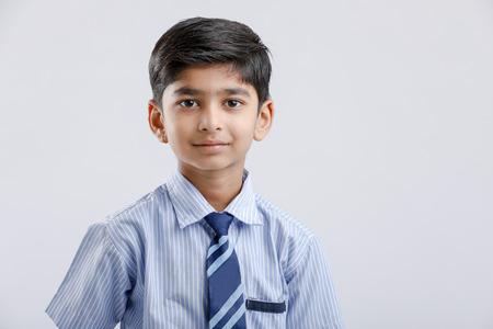 Cute Little Indian Indian / Asian School boy vistiendo uniforme Foto de archivo
