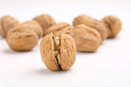 Walnuts and cracked walnut Stockfoto