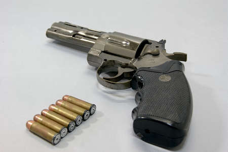 Pistole Standard-Bild - 41457888