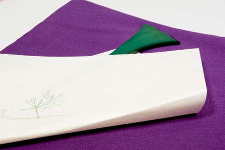barrettes: Carta pittura viola fukusa e perni Archivio Fotografico