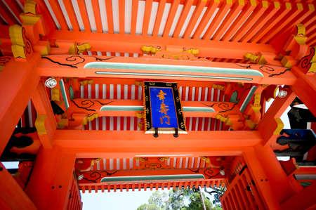 babysit: Y., gate of the Sumiyoshi Taisha Shrine