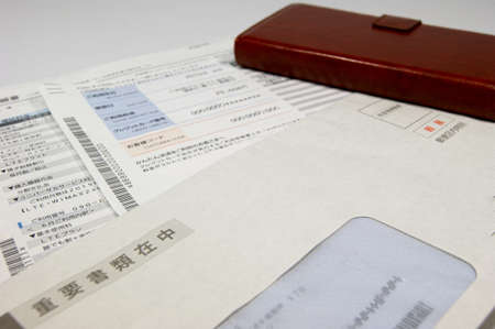 Cell phone invoice documents and mobile phones
