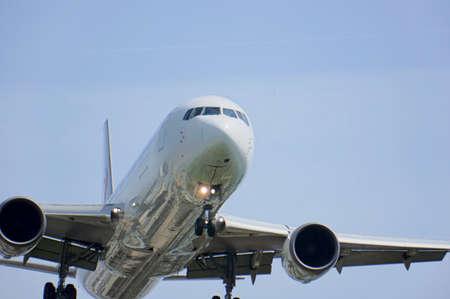 34: Osaka International airport passenger plane into landing on 34 L