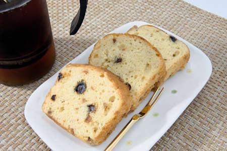 pound cake: Homemade fruit pound cake made at home