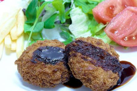 carne picada: chuleta de carne picada hecha en casa Foto de archivo