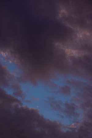 Sudden black clouds, evening guerilla heavy rain Standard-Bild