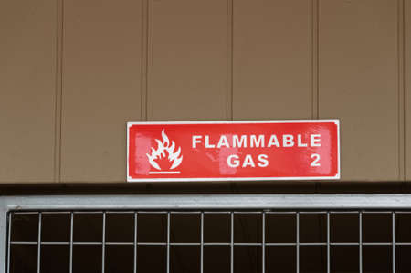 A red sign is warning of flammable gas stored below 版權商用圖片