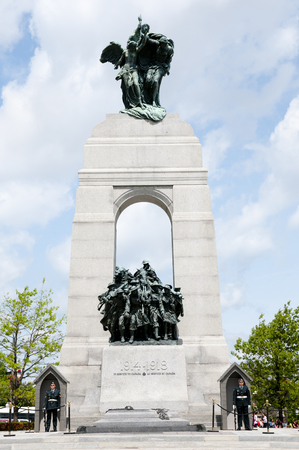 tomb of the unknown soldier: OTTAWA, CANADA - May 26, 2015: Ceremonial guards stand ground at the base of the War Memorial & tomb of the unknown soldier Editorial