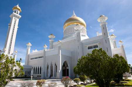 omar: Sultan Omar Ali Saifuddin Mosque - Bandar Seri Begawan - Brunei