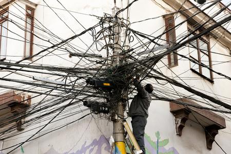 cables electricos: Cables el�ctricos enredados Foto de archivo