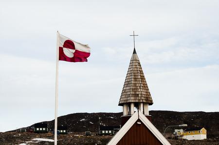 esquimales: Bandera de Groenlandia - Ittoqqortoormiit Pueblo