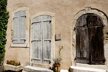lourmarin: Wooden Door & Shutters - Lourmarin - France