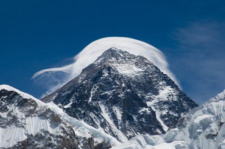 雲 - ネパールのエベレスト山 写真素材